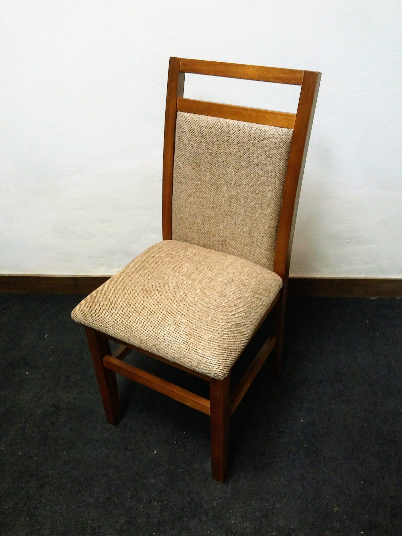 Sillas en madera y tapizadas omb muebles uruguay for Muebles madera maciza uruguay