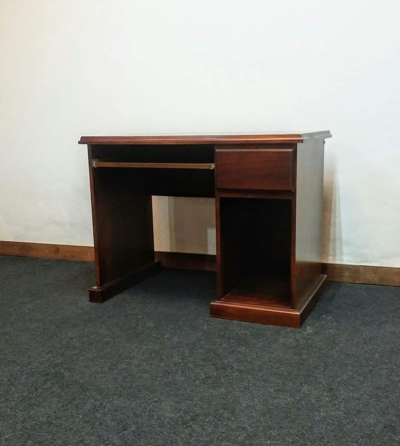Escritorio en madera caj n bandeja y hueco omb muebles for Escritorios uruguay